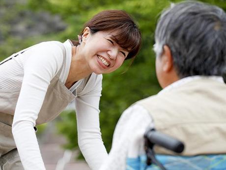 【東大阪市/介護士】資格・経験不問の介護職/時給1300円~/選べるシフト
